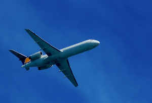 airplane-flying-1431418-639x433-300x204.jpg